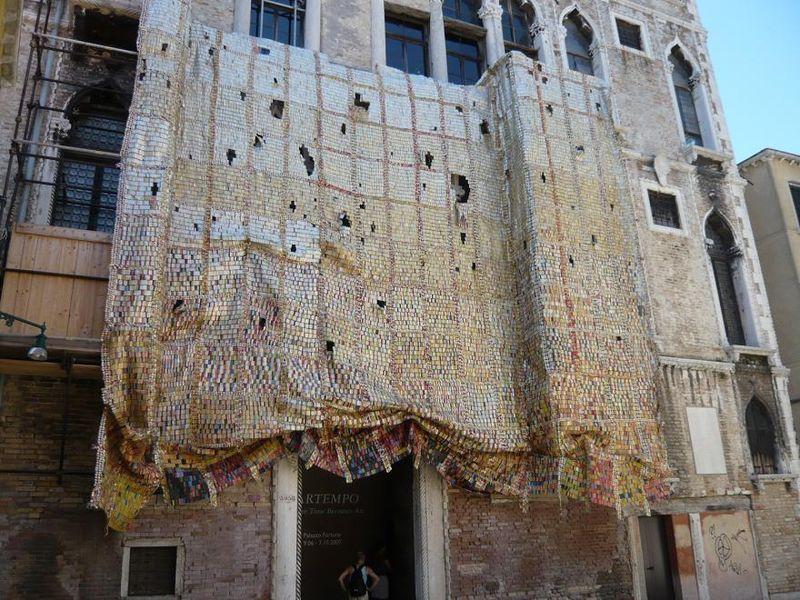 Tenture_El Anatsui, Palazzo Fortuny 2007