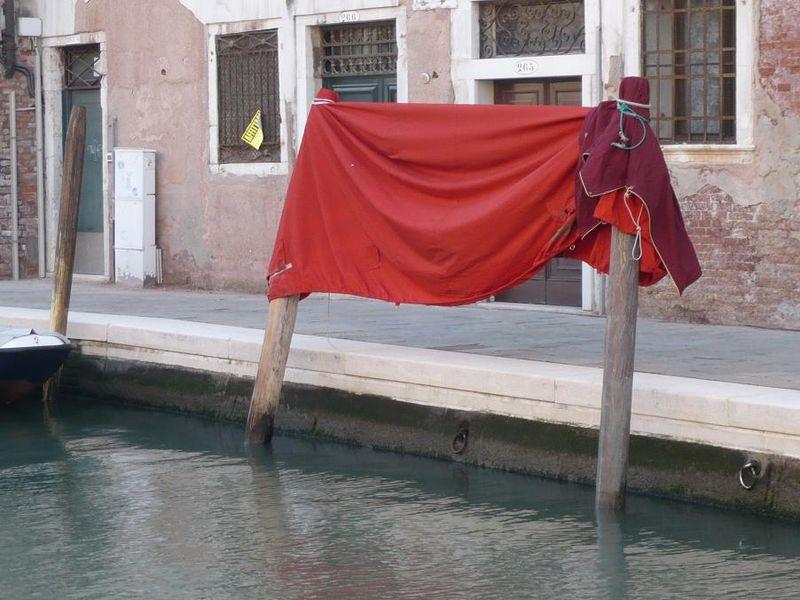 Tenture rouge_mfd, Venise, 2009