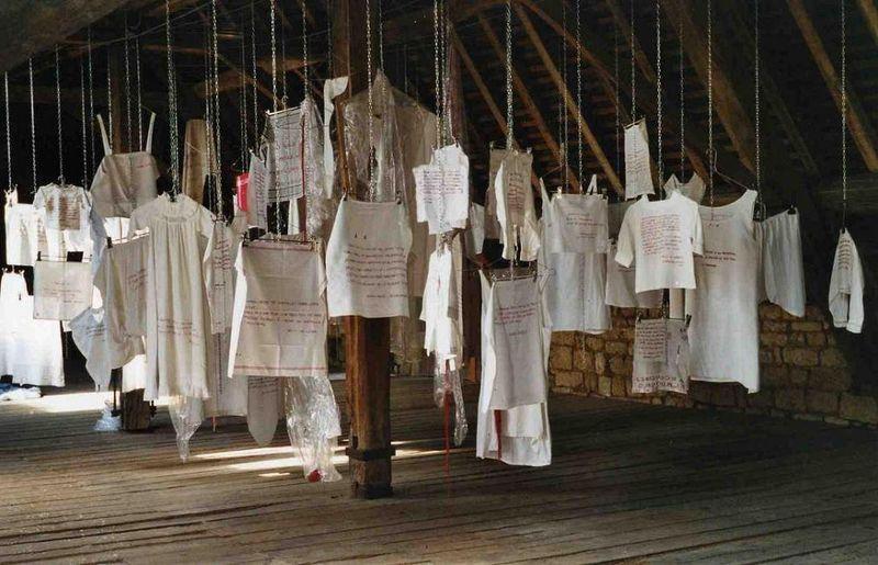 Histoires de vécu. Installation en hommage à Yvonne VERDIER_mfd, Melle 2002