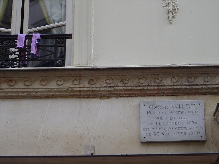 Les chaussettes d'Oscar WILDE (Hôtel d'Alsace,13, rue des Beaux-Arts)_mfd, 2005