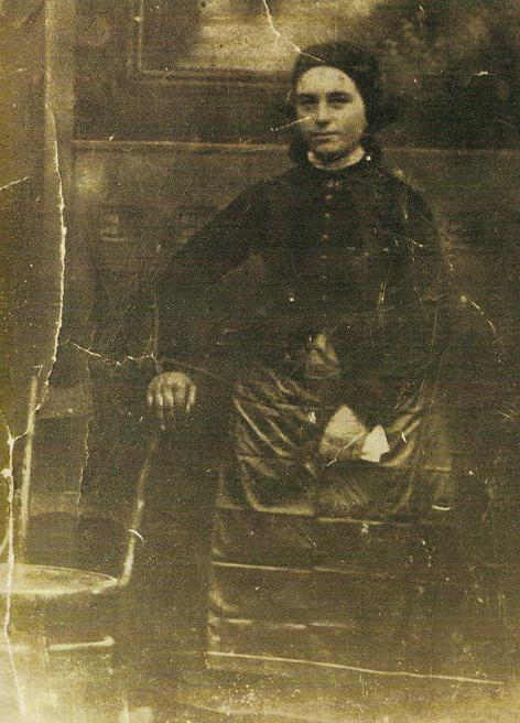 Anna (mère de Simon Hantaï) et son TABLIER