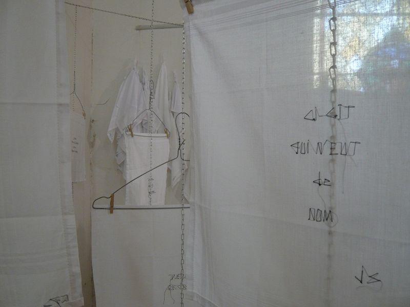 22 MOUCHOIRS-épitaphes de Marie-France DUBROMEL_expo JS 2010