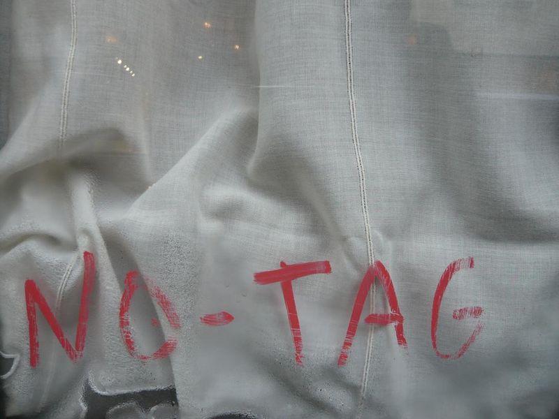 NO TAG (rue St André des Arts 02 2008) mfd