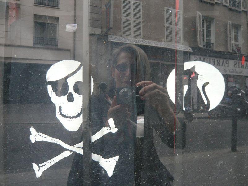 AUTOPHOTO, mfd, entre Gertrude et Hécate_Paris, rue des Dames_10 07 2011