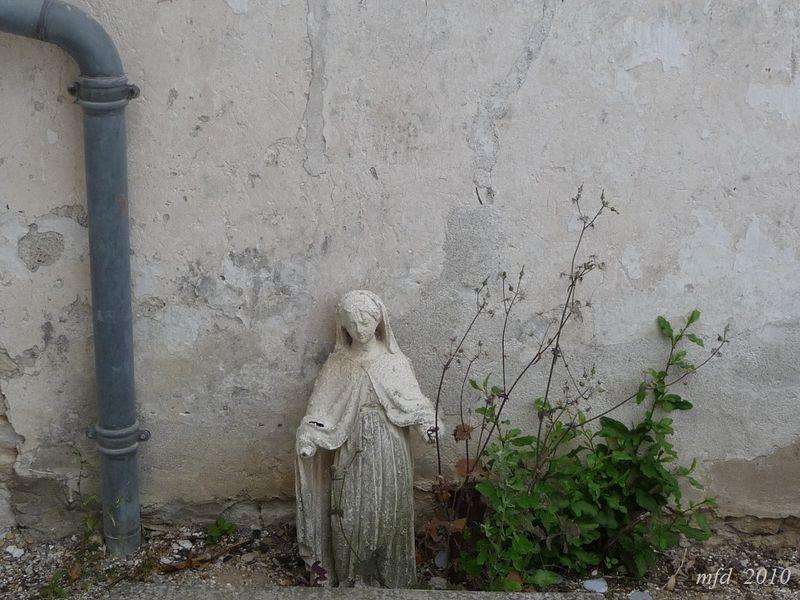 La madone des gouttières-Loix-en-Ré_ cimetière 2010_Pensée pour Anne B