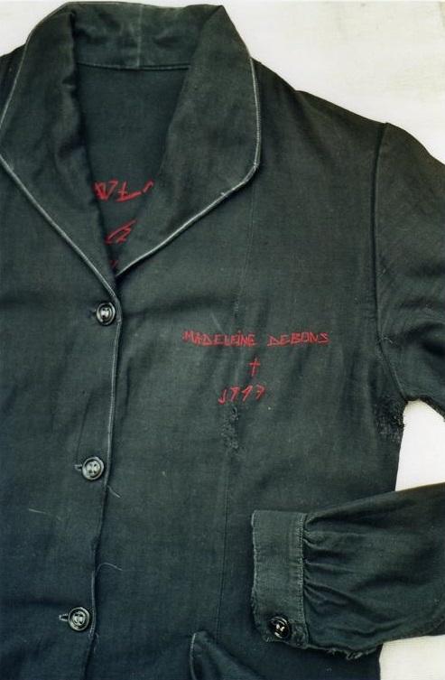 La blouse de deuil (récit de Liliane, belle-fille de Madeleine, 2001) scribe mfd
