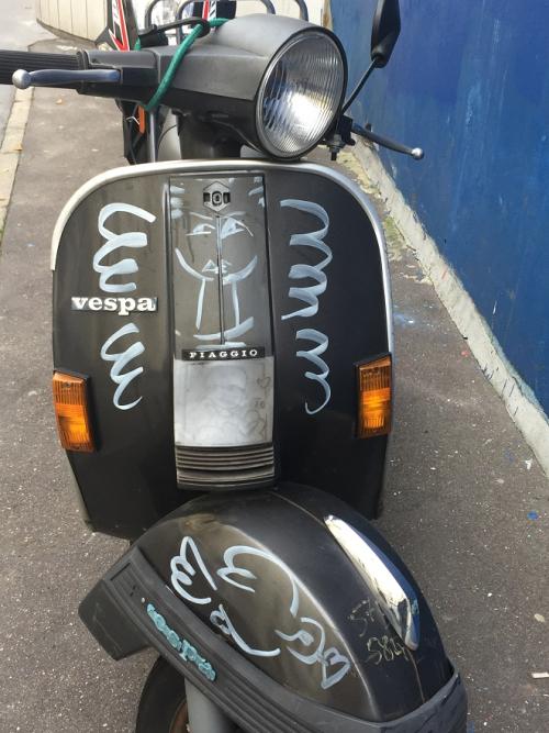 Anges en Scooter. Paris  rue Gassendi  26 10 2016