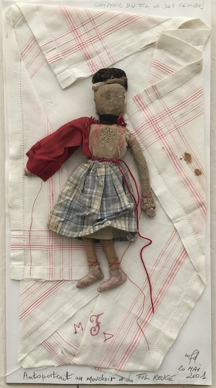 2 Autoportrait à la poupée et au fil rouge