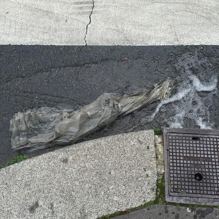Collection de pluie.  rue Pierre Castagnou 10 03 16