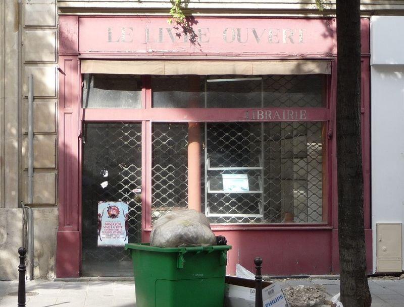 Livre ouvert, Librairie fermée. Paris, photo-gaffe, mfd