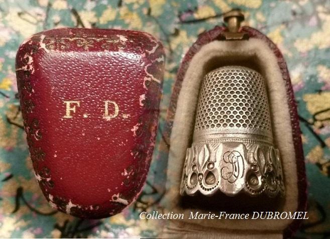 Dé en argent gravé FD Fernande DESVIGNES (collection Marie-France Dubromel)