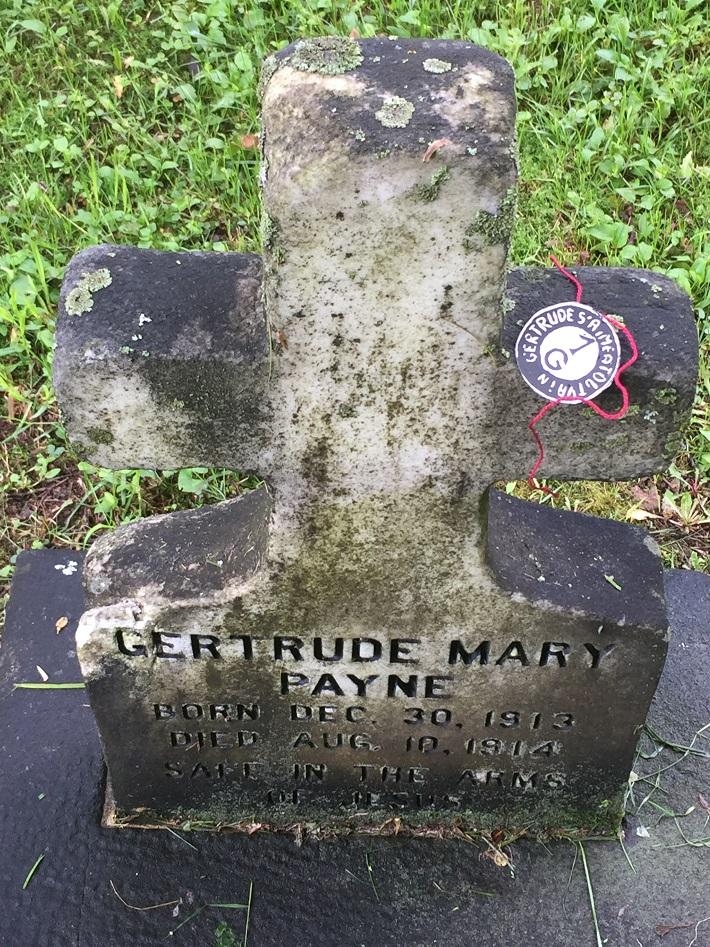 Gertrude au fil rouge. Québec 2016 06. mfd