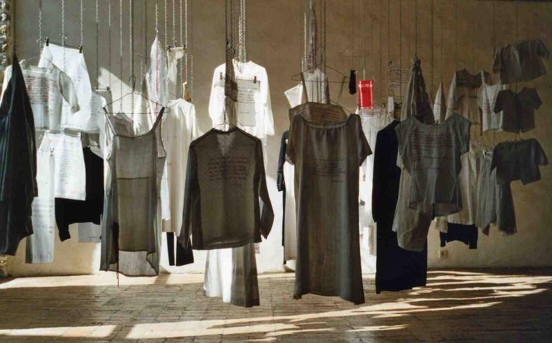 2004  Histoires de vécu. Centre d'Art contemporain-Pont-Scorff (56)