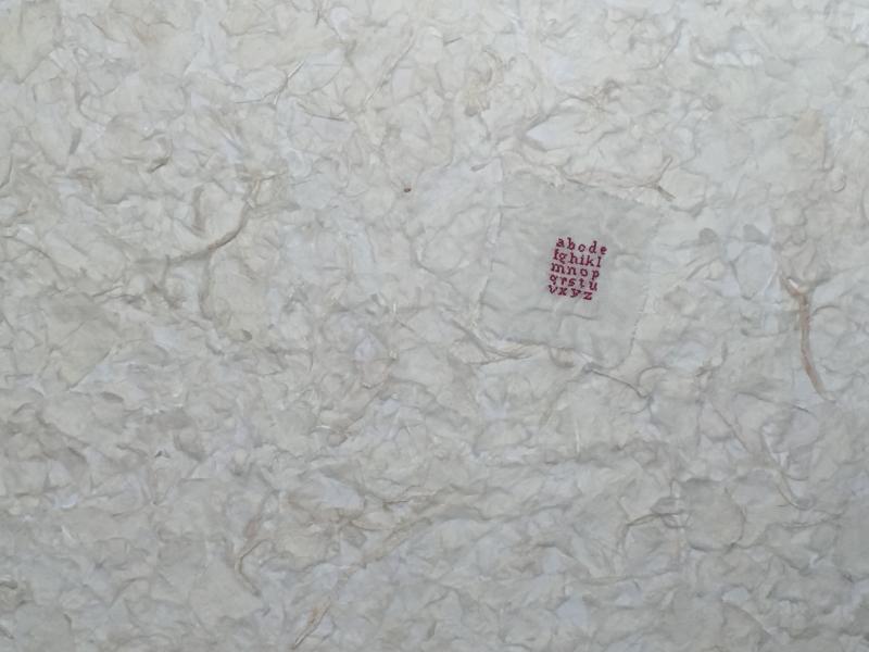 3 Mini abécédaire froissé sur papier Japon  déchiré et froissé. 2 mfd