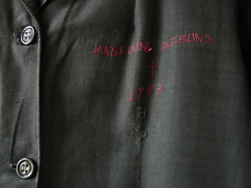 La blouse de deuil Madeleine détail